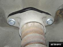 Hyundai Genesis установили проставки задних амортизаторов