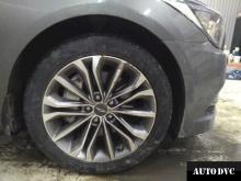 Hyundai Genesis установили передние проставки