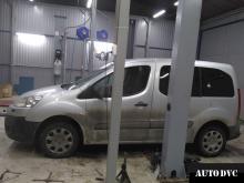 Установка проставок для увеличения клиренса на Peugeot Partner II 2010 гв.