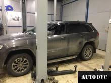 Общий вид Jeep Grand Cherokee после установки проставок